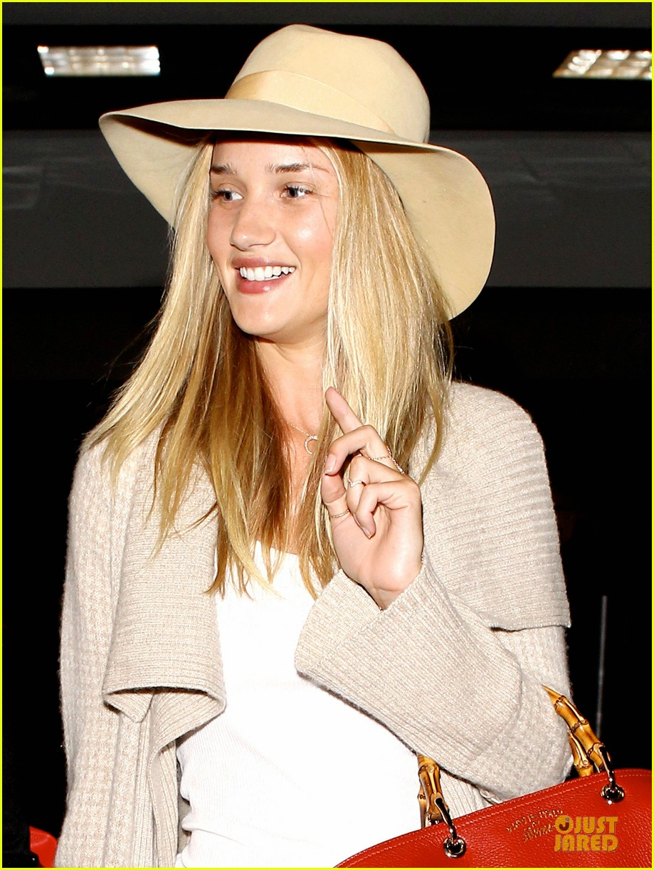rosie huntington whiteley lax departure after jason statham lunch date 042905370