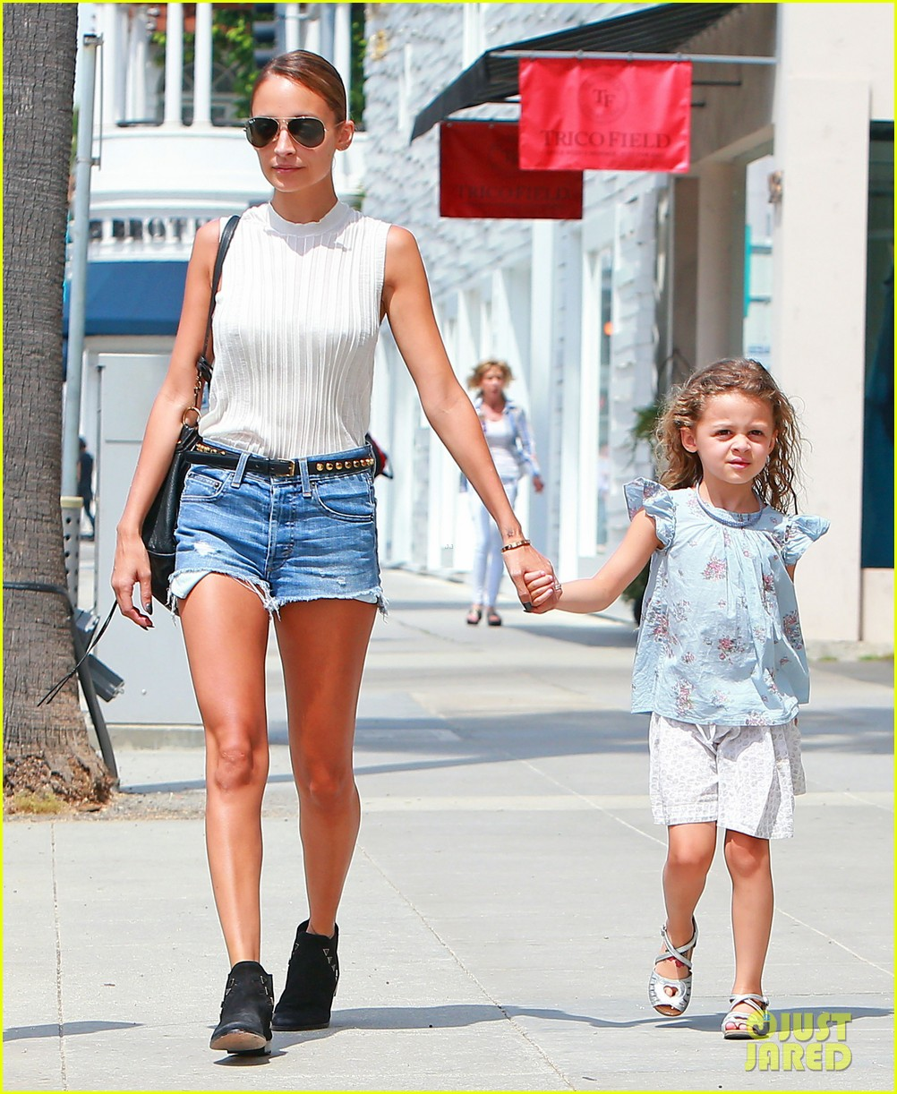 nicole richie shops with harlow after beyonce concert 032903159