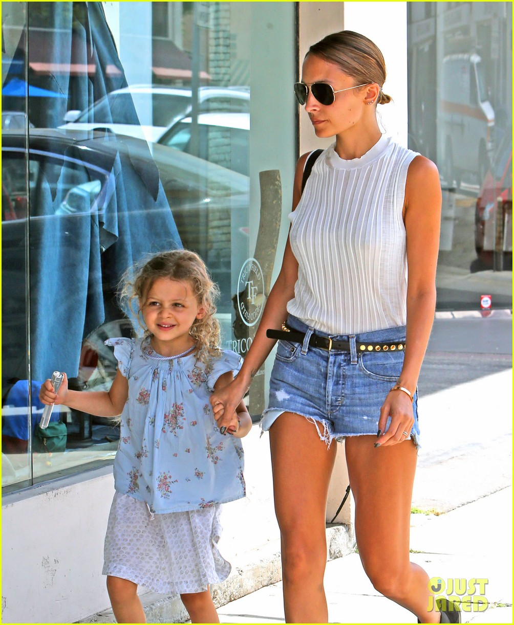 nicole richie shops with harlow after beyonce concert 042903160