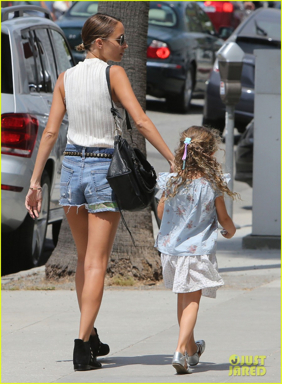 nicole richie shops with harlow after beyonce concert 052903161