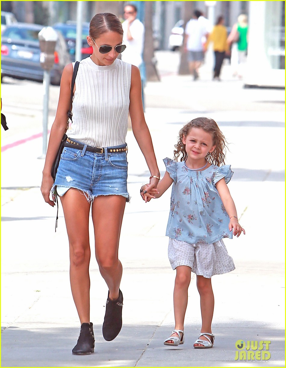 nicole richie shops with harlow after beyonce concert 062903162