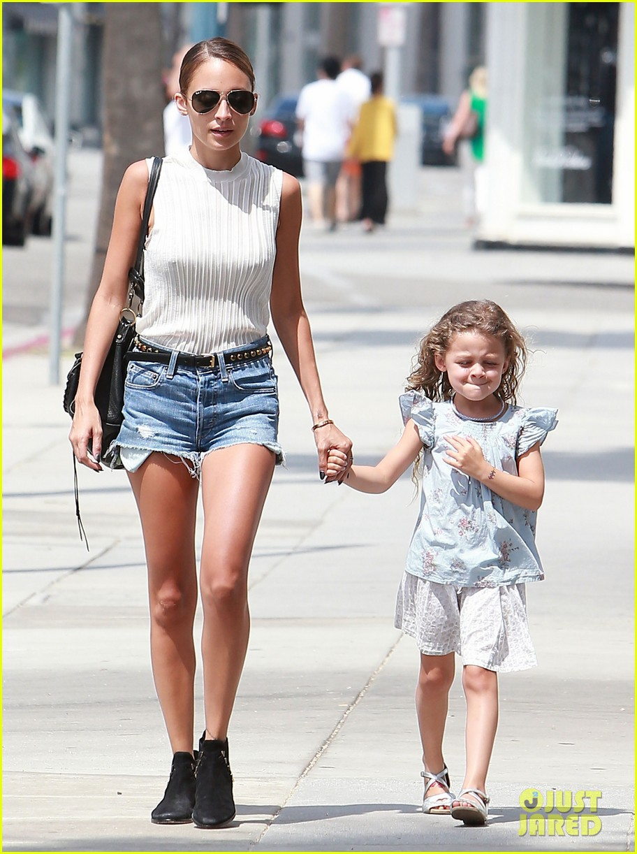 nicole richie shops with harlow after beyonce concert 082903164