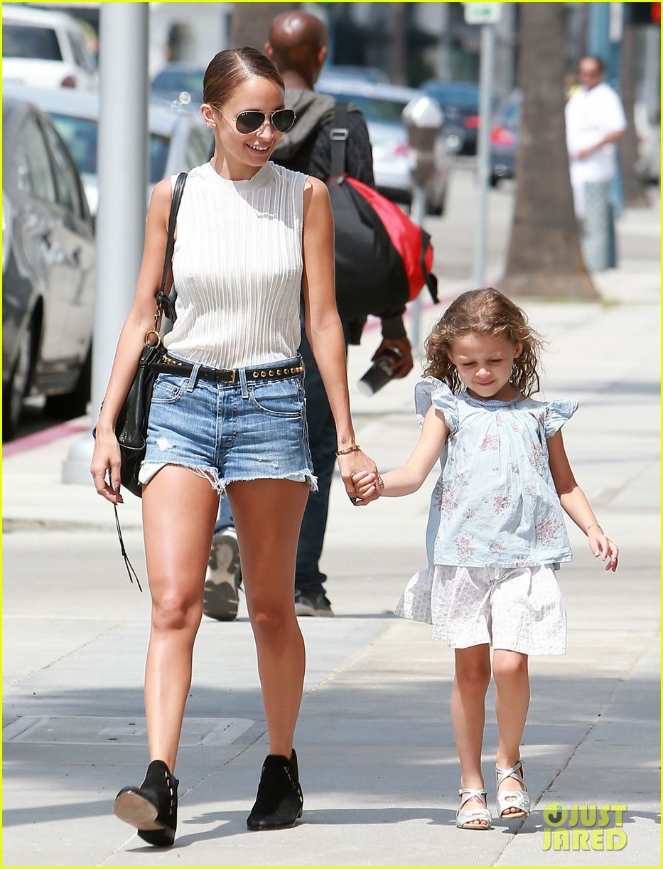 nicole richie shops with harlow after beyonce concert 092903165