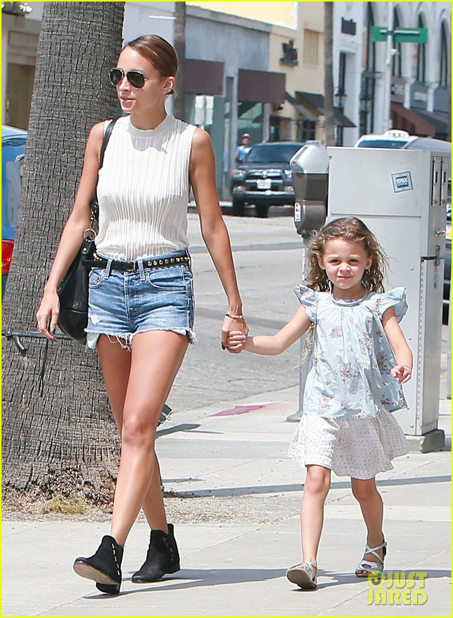 nicole richie shops with harlow after beyonce concert 102903166