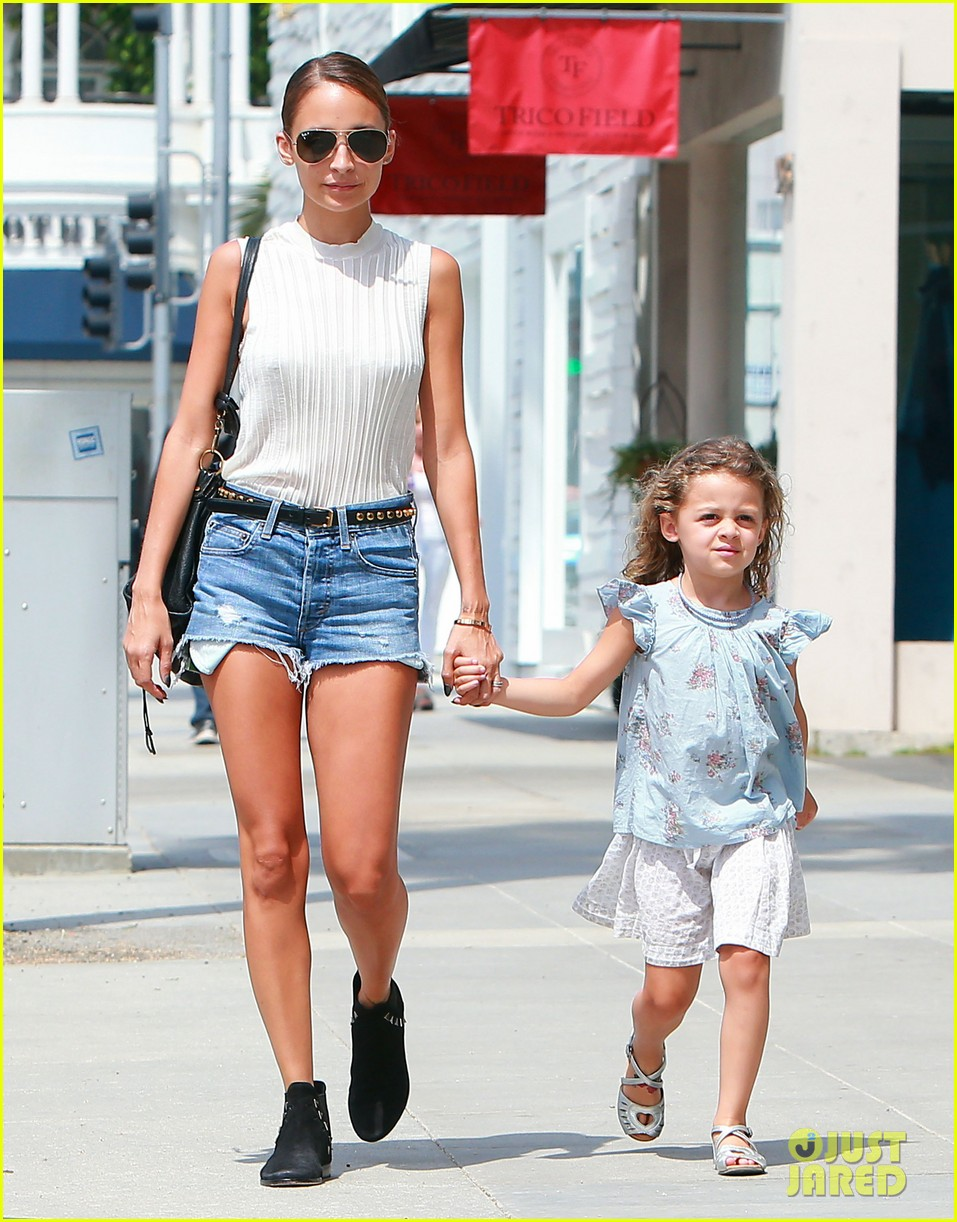 nicole richie shops with harlow after beyonce concert 11