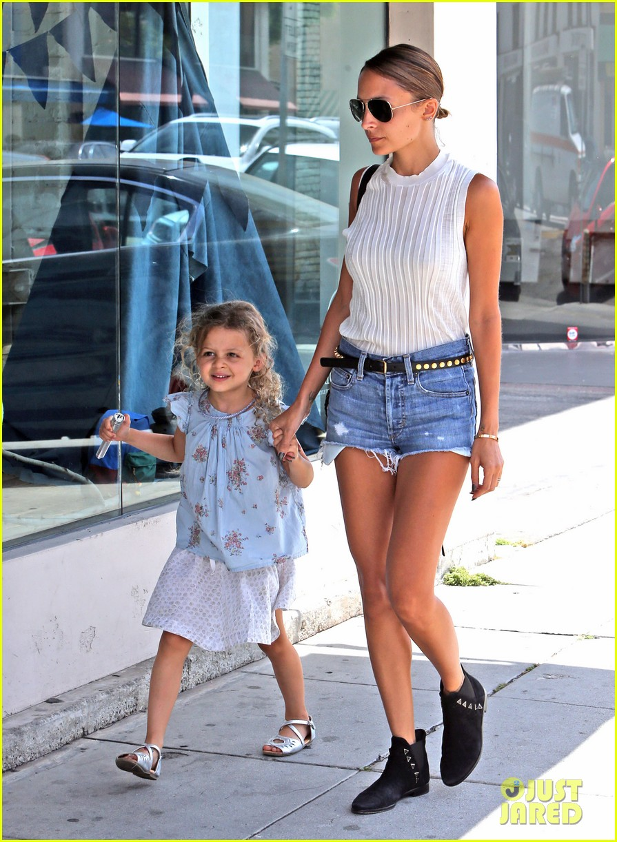 nicole richie shops with harlow after beyonce concert 172903173