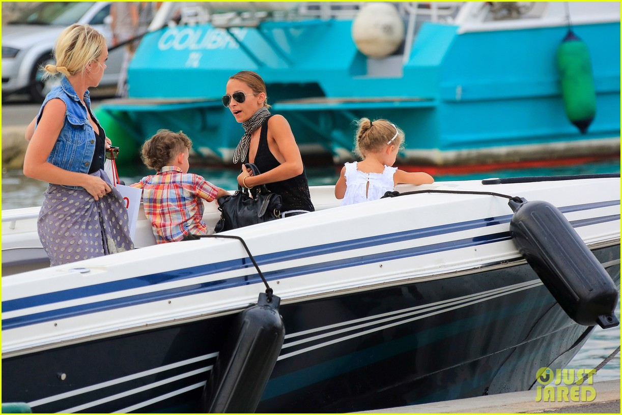 nicole richie bikini vacation with the family 28