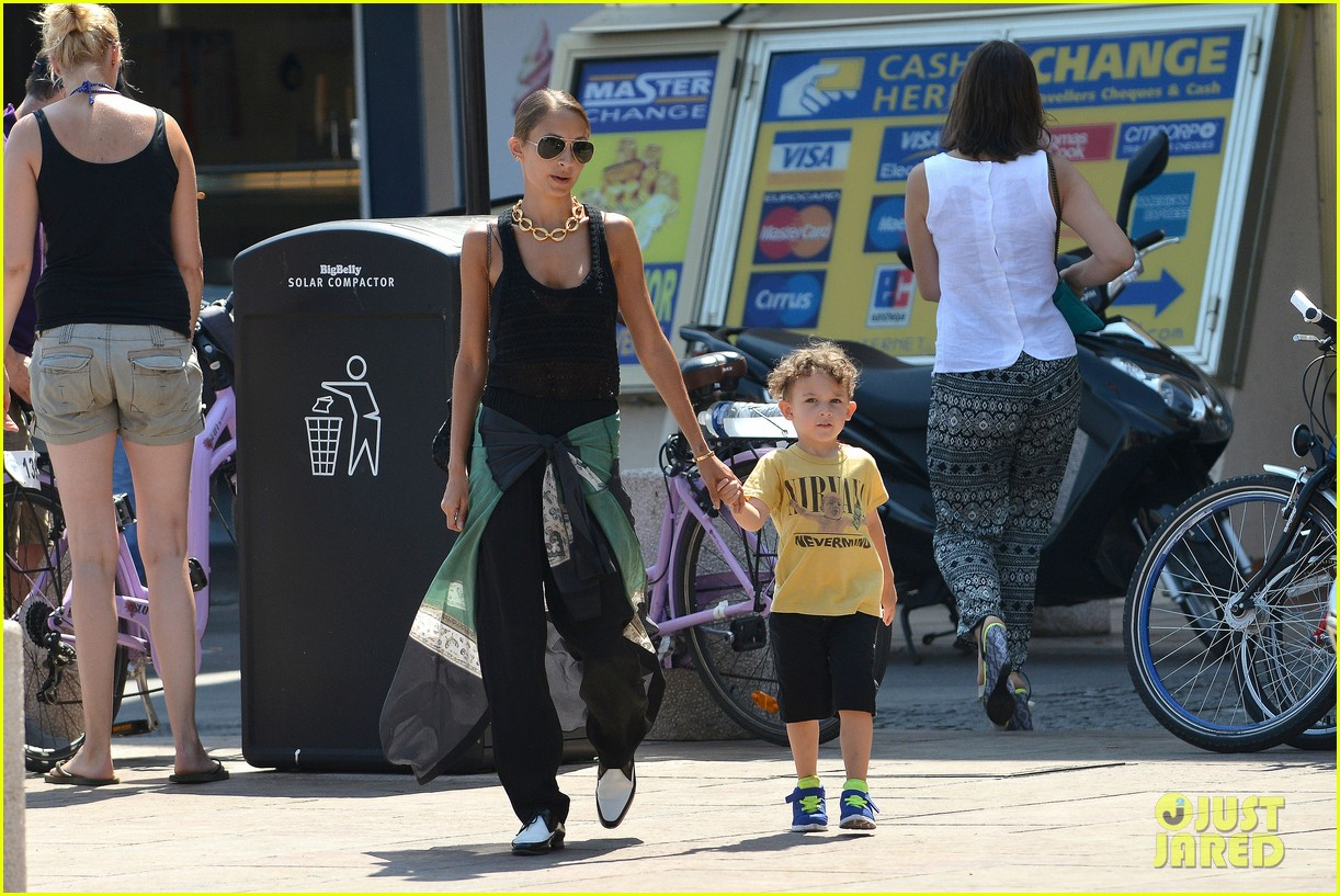 nicole richie continues saint tropez family vacation 122915905