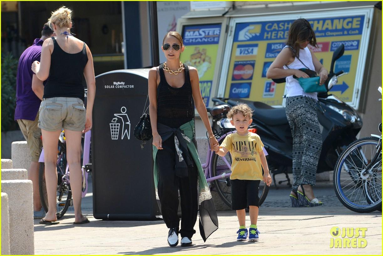 nicole richie continues saint tropez family vacation 132915906
