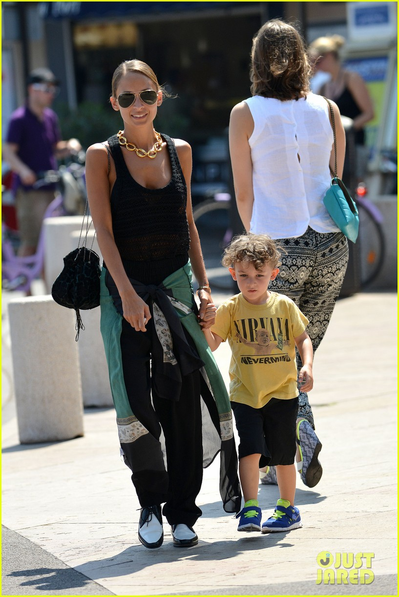 nicole richie continues saint tropez family vacation 14