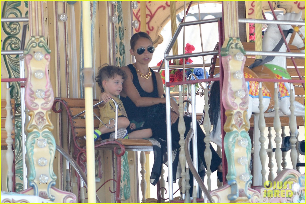 nicole richie continues saint tropez family vacation 182915911