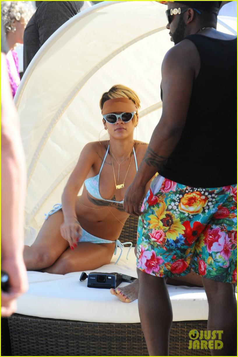 rihanna bikini babe in poland more 022905480