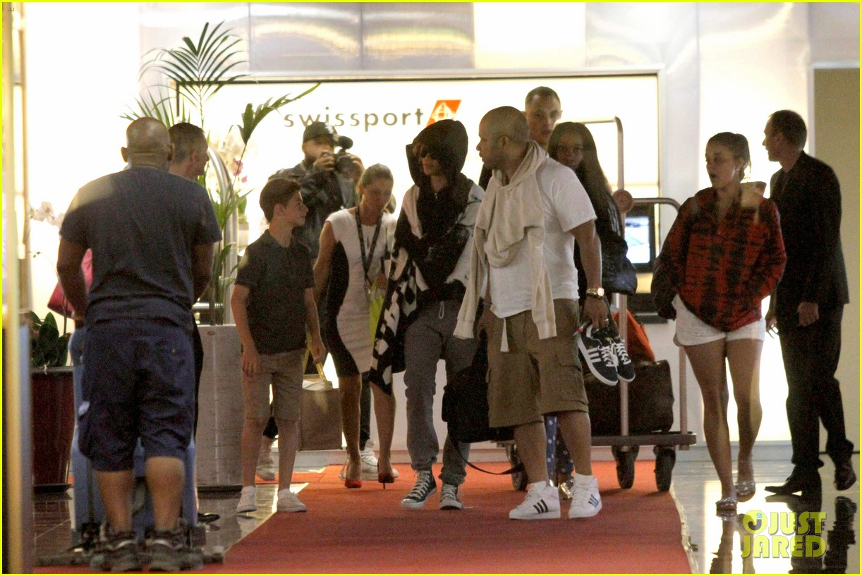 rihanna covers up while arriving in nice for diamonds tour 07