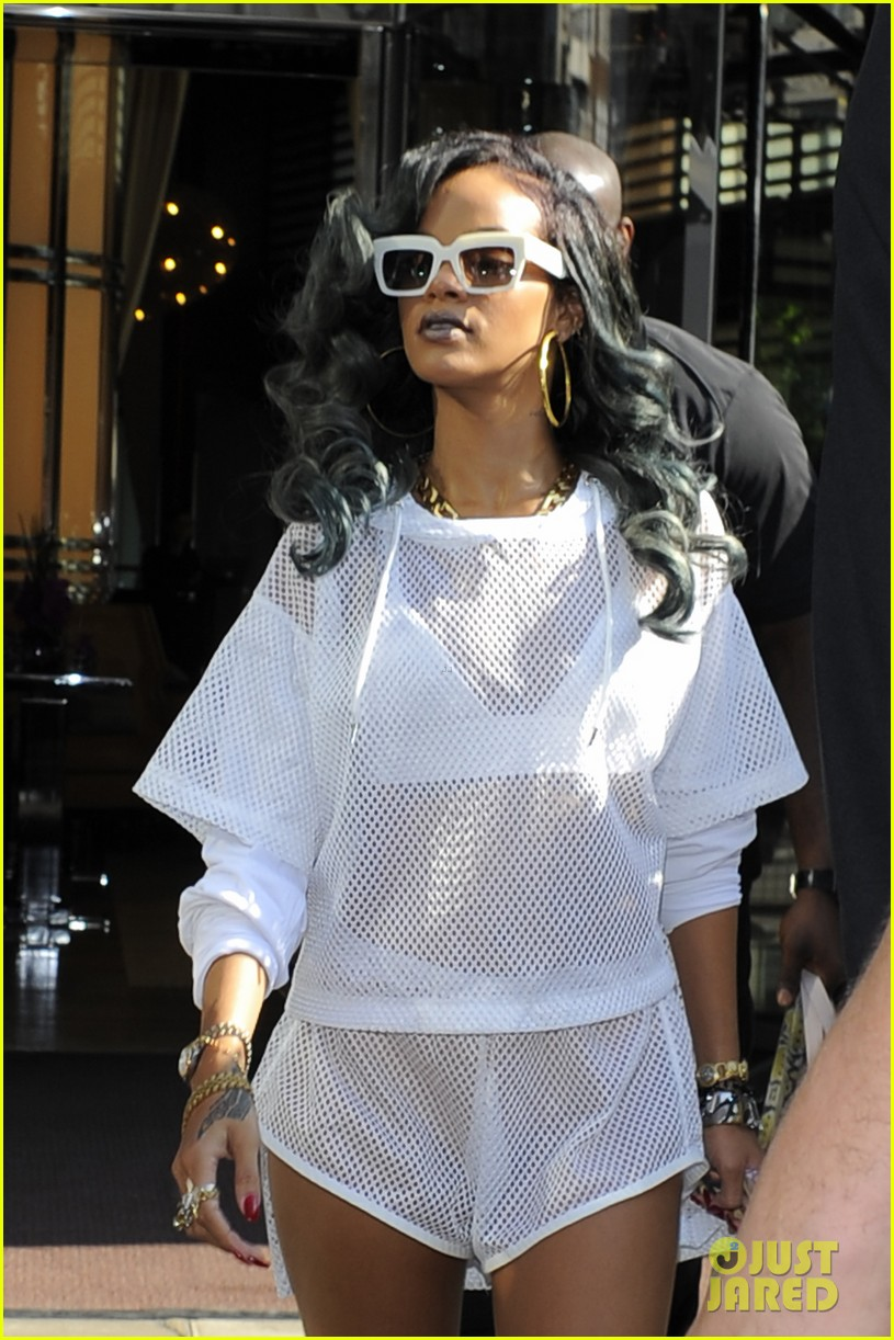 rihanna uk thuggin is my secret weapon 172911549