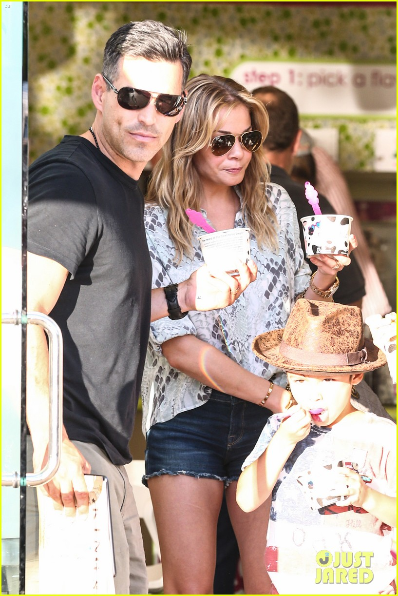 leann rimes eddie cibrian get the menchies munchies 042908753