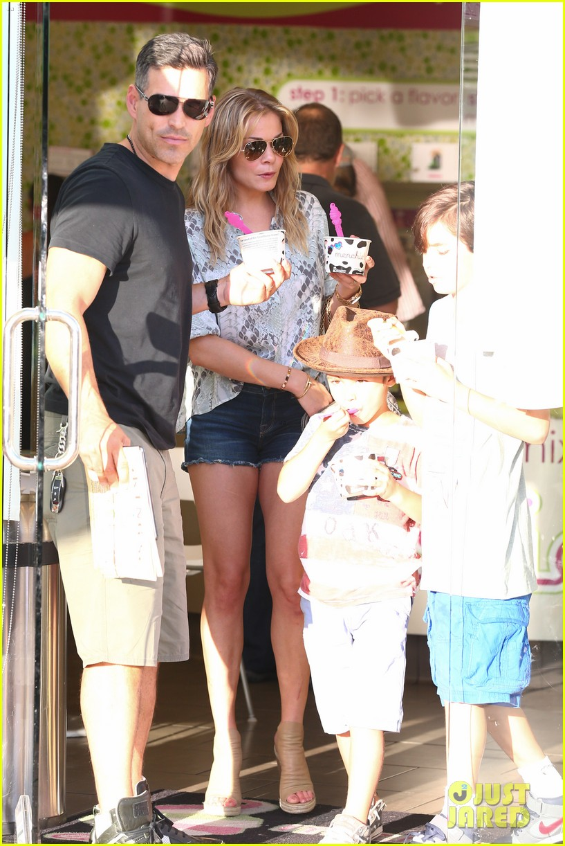 leann rimes eddie cibrian get the menchies munchies 062908755