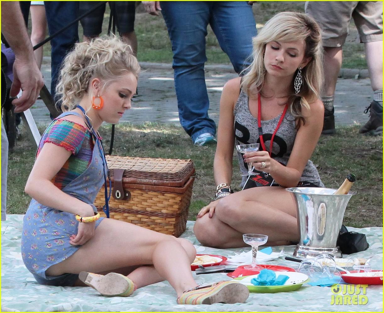 annasophia robb lindsey gort carrie samantha picnic 162920928