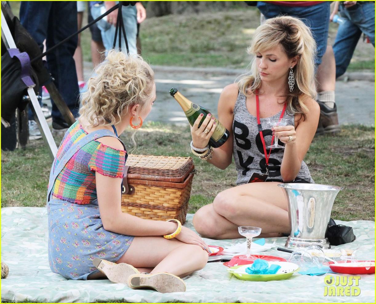 annasophia robb lindsey gort carrie samantha picnic 172920929