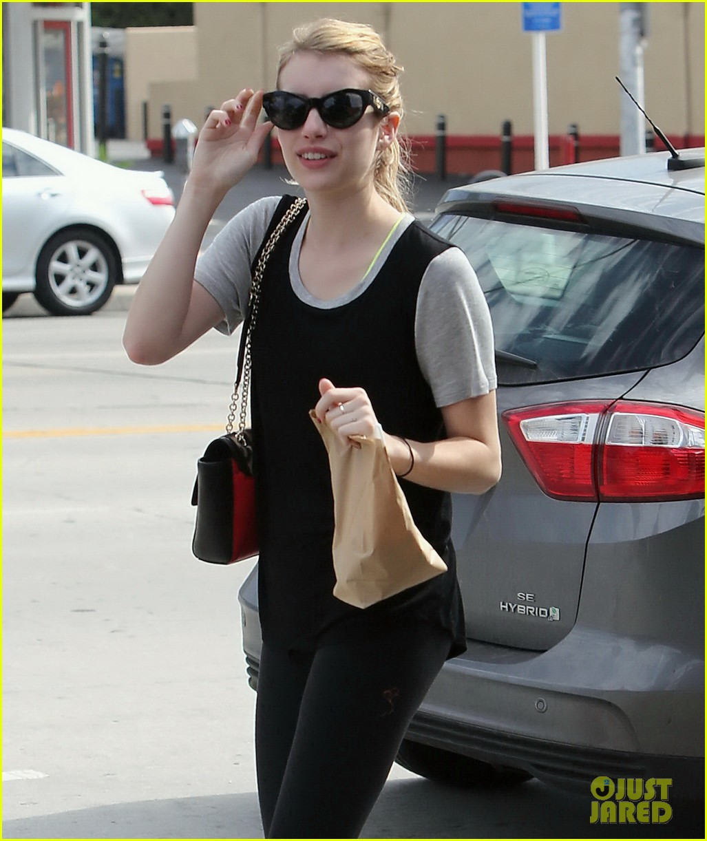 emma roberts steps out after evan peters domestic violence charges 04