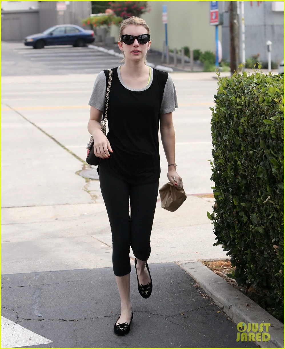 emma roberts steps out after evan peters domestic violence charges 09
