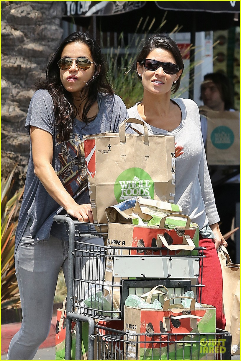 michelle rodriguez grocery shopping with gal pal kim 092908918