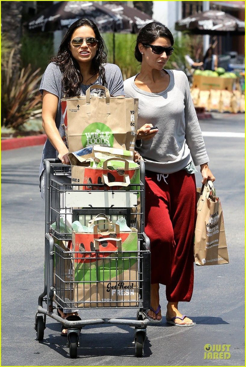 michelle rodriguez grocery shopping with gal pal kim 10