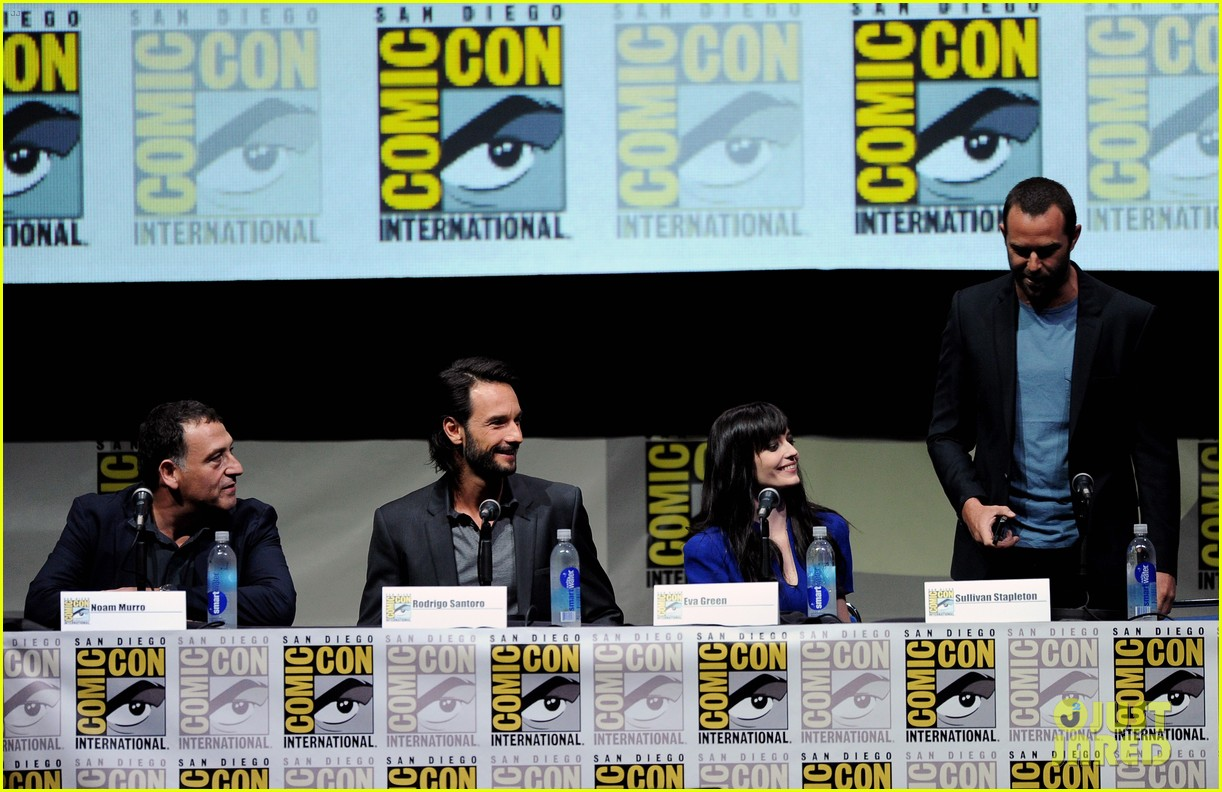 rodrigo santoro eva green 300 rise of an empire comic con panel 092913647