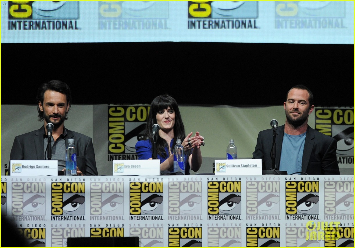 rodrigo santoro eva green 300 rise of an empire comic con panel 122913650