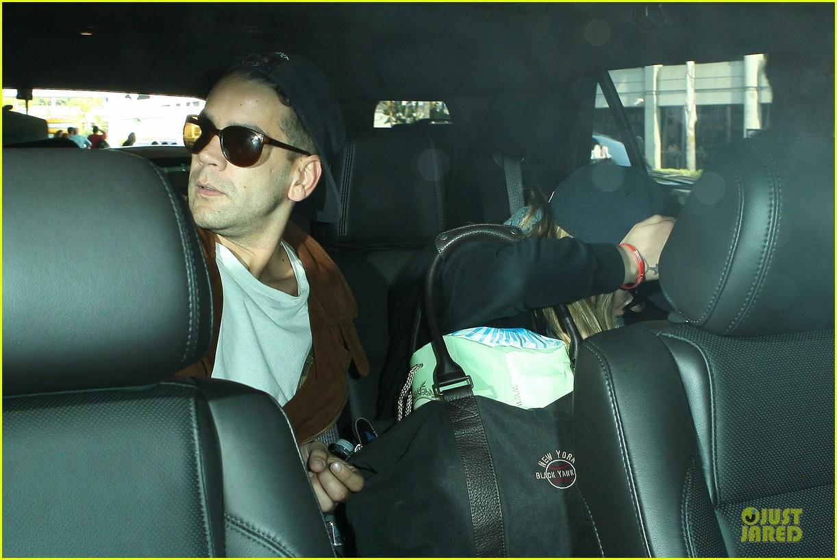 scarlett johansson romain dauriac backseat couple at lax 042902267