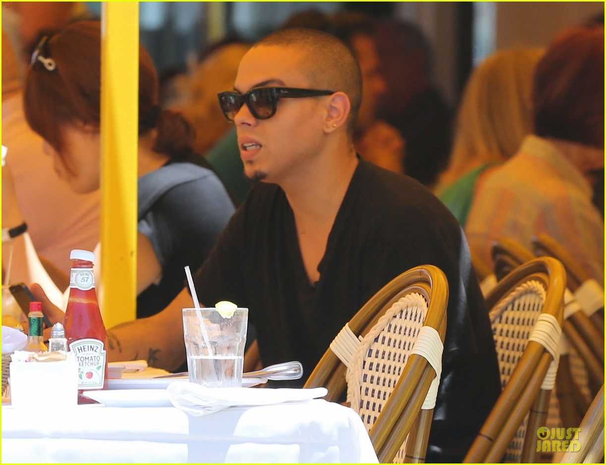 evan ross camouflages ashlee simpson house 112906264