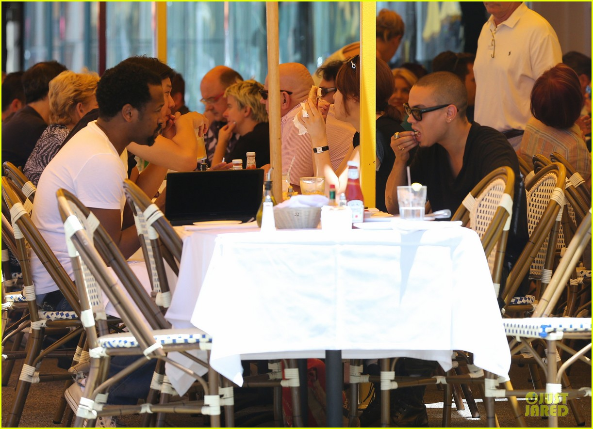 evan ross camouflages ashlee simpson house 162906269
