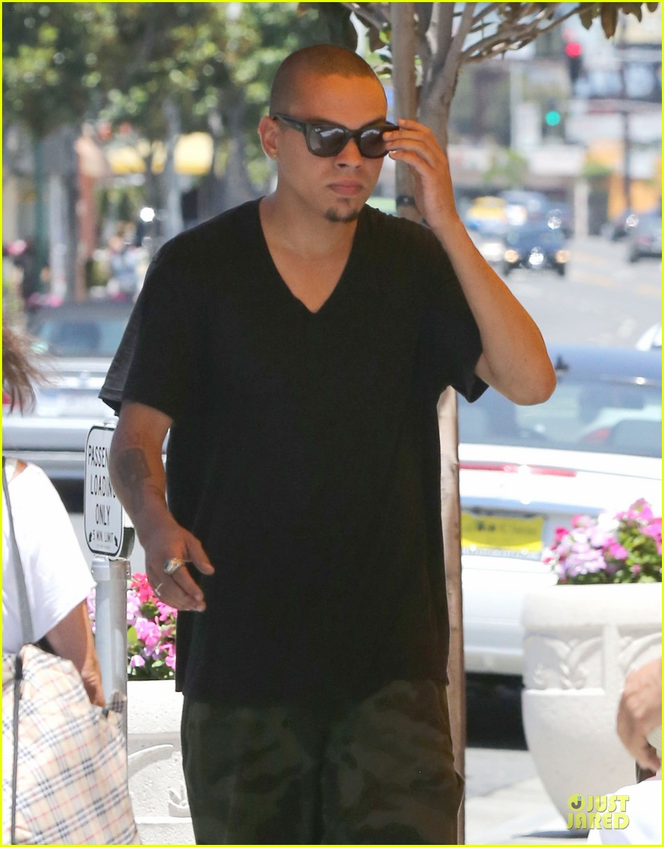 evan ross camouflages ashlee simpson house 202906273