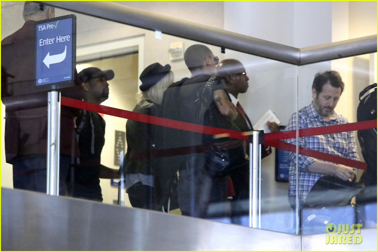 ashlee simpson evan ross travel together out of lax 032920090