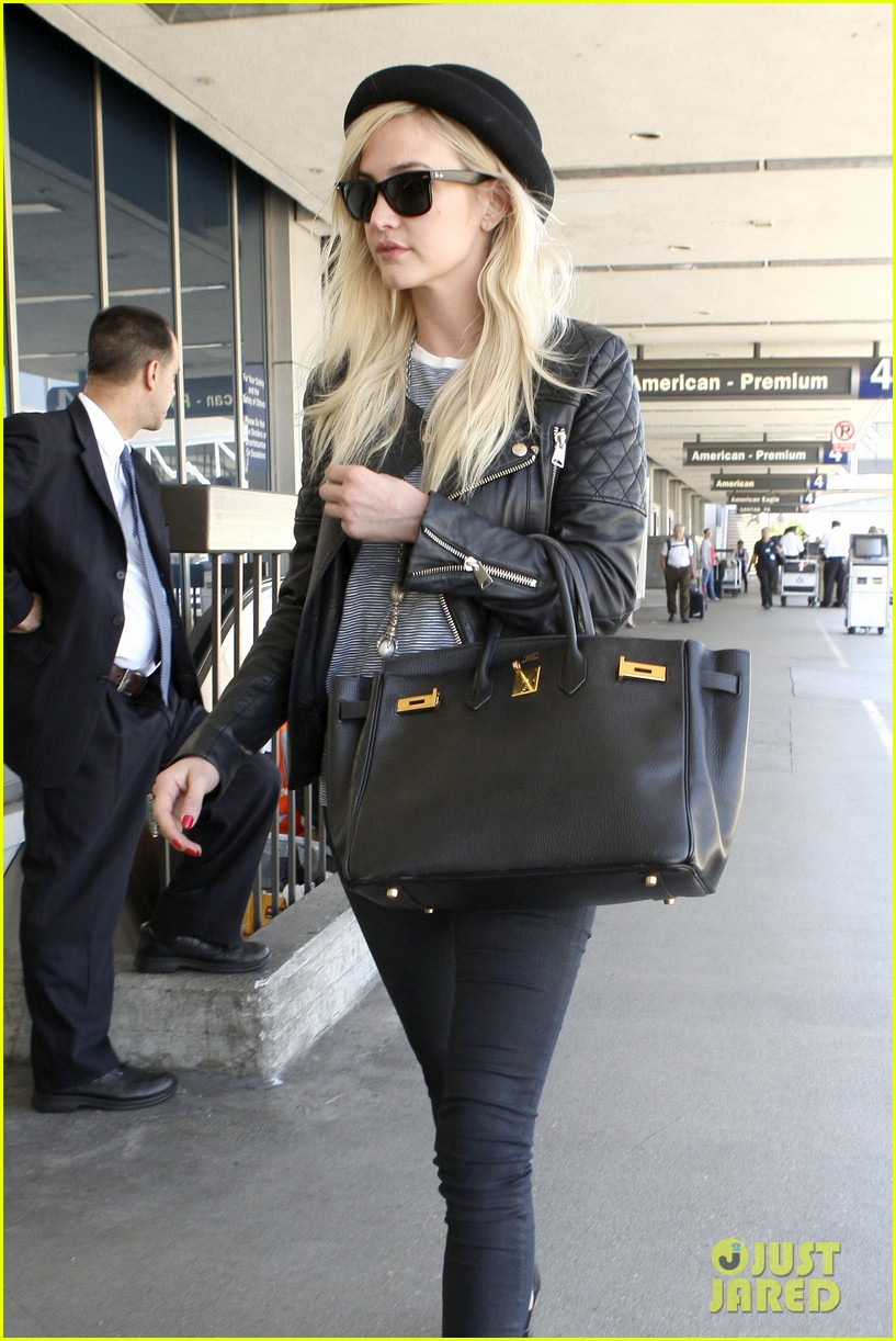 ashlee simpson evan ross travel together out of lax 08