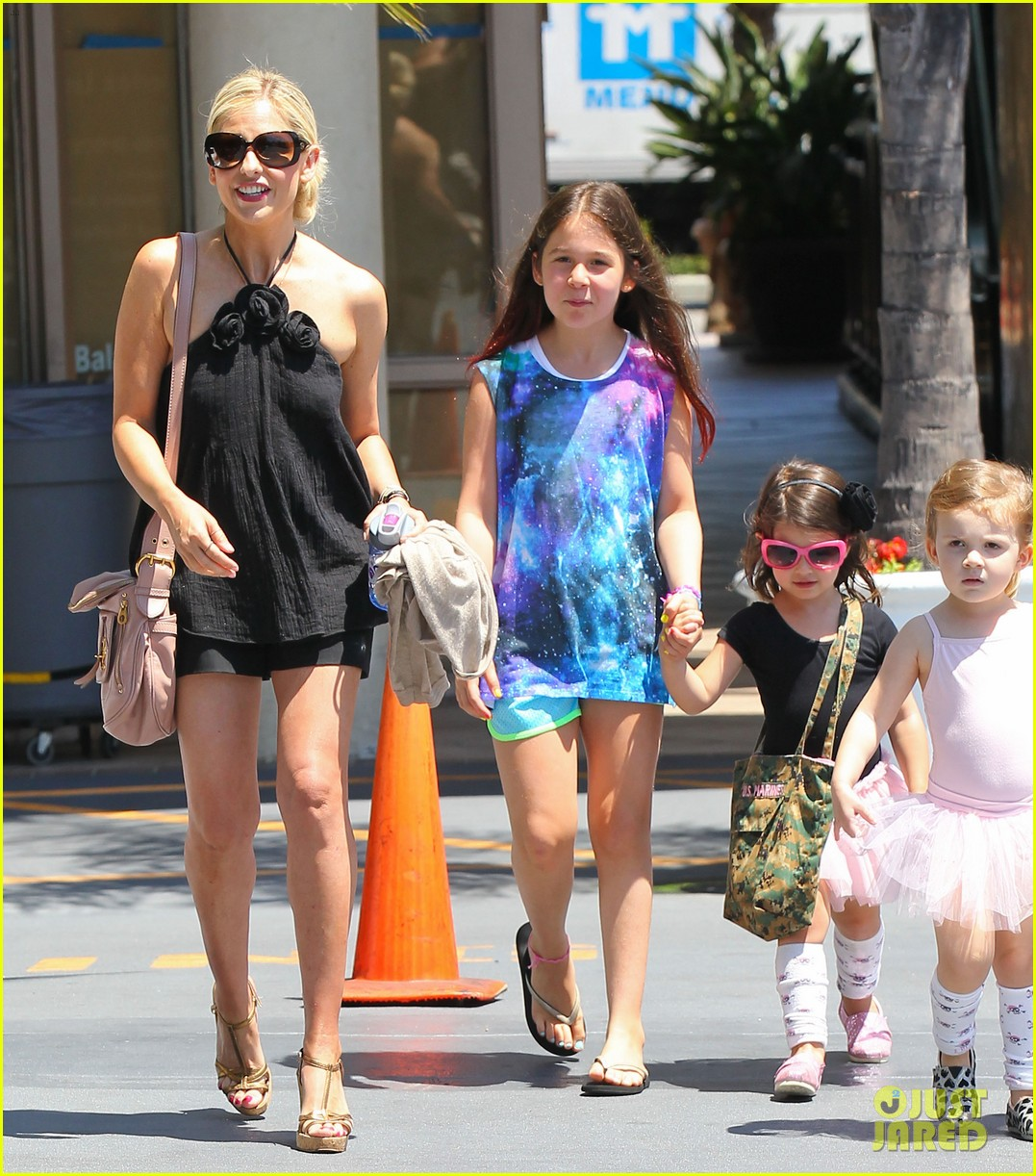 sarah michelle gellar ballet class pick up with charlotte 132918806