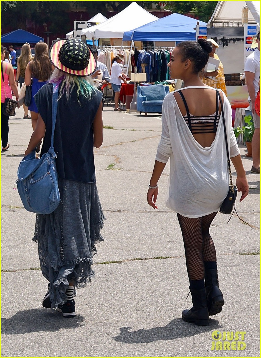 willow smith searches flea market for great finds 052919164