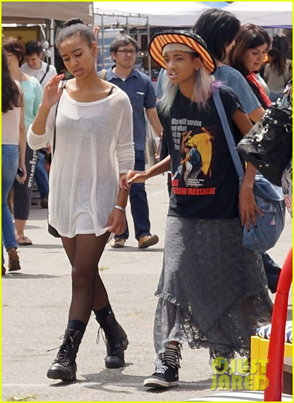 willow smith searches flea market for great finds 06