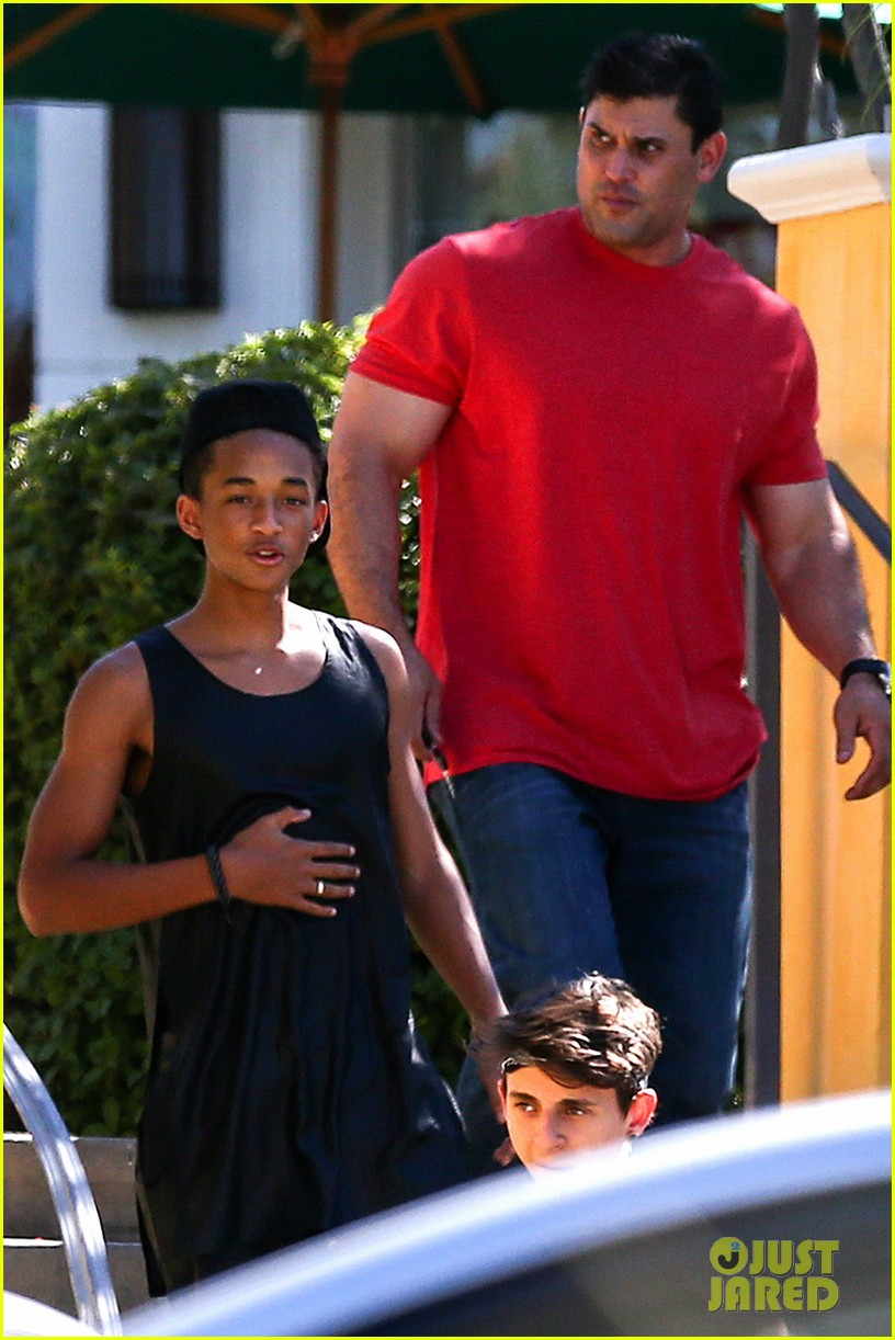 jaden smith fills up on sushi willow hits the flea market 072905877