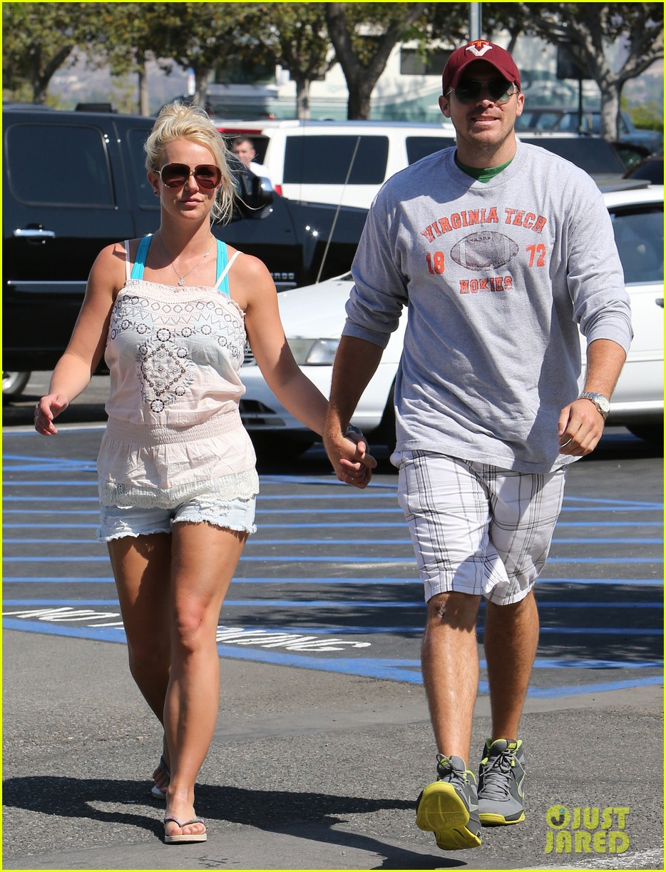 britney spears david lucado hold hands on fourth of july 012904160