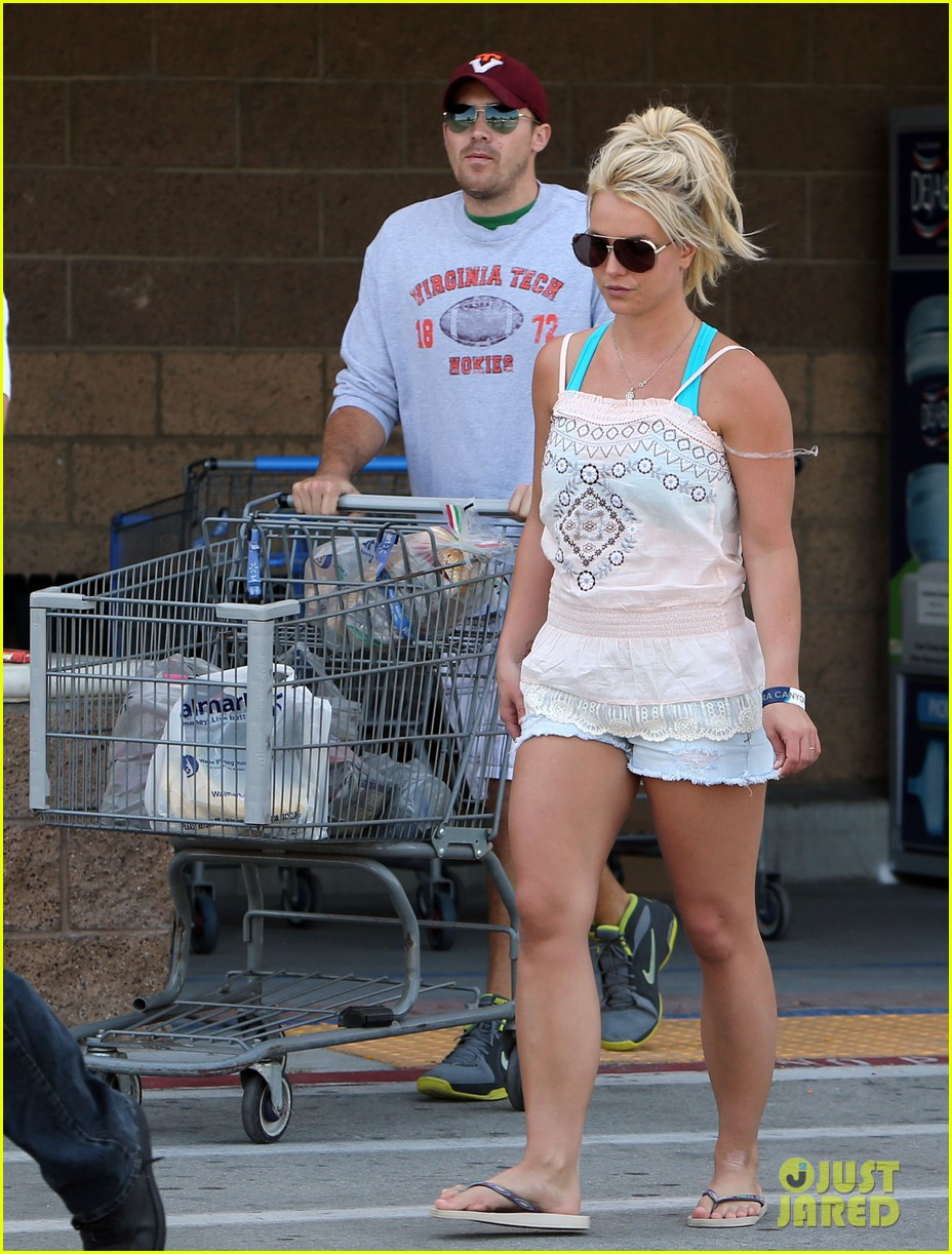 britney spears david lucado hold hands on fourth of july 032904162