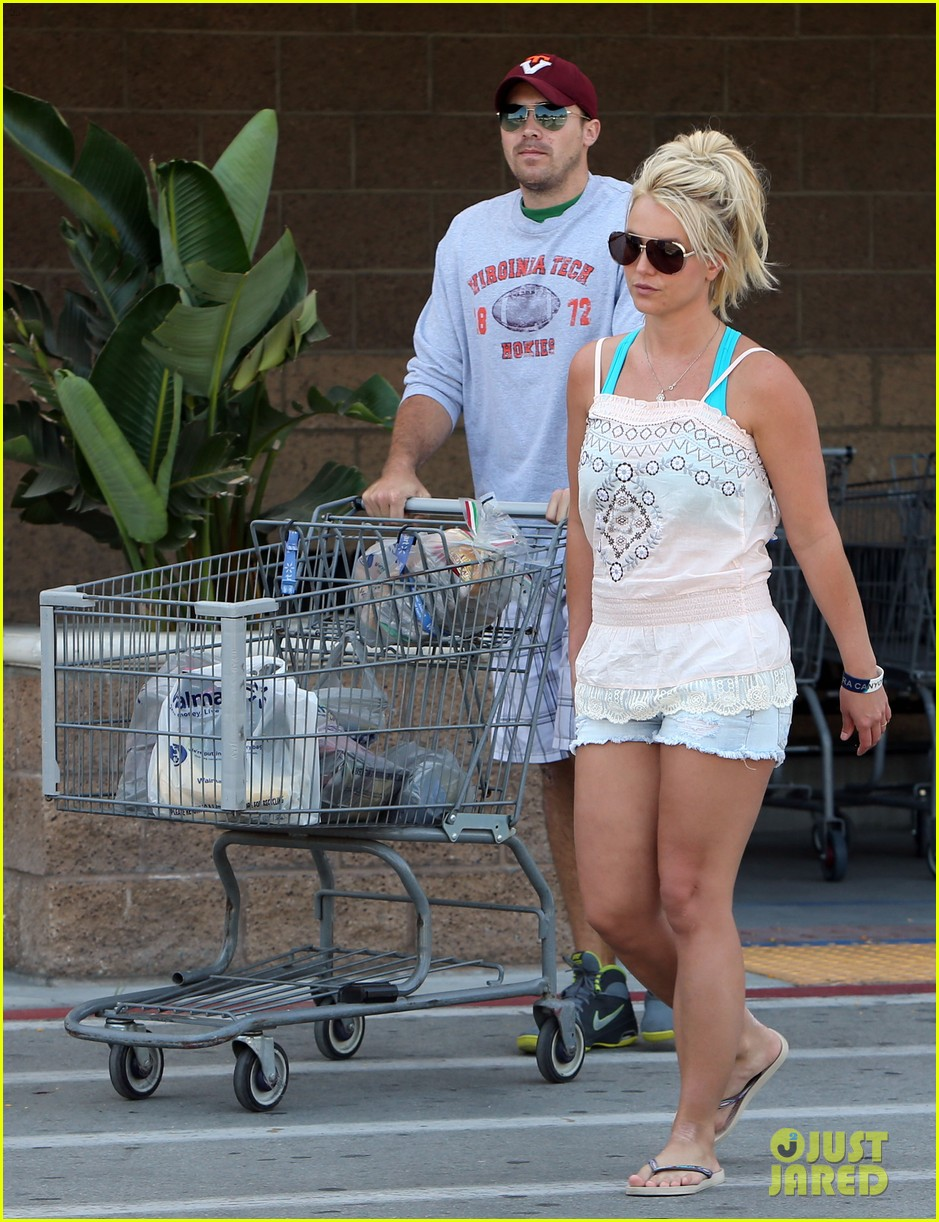 britney spears david lucado hold hands on fourth of july 072904166