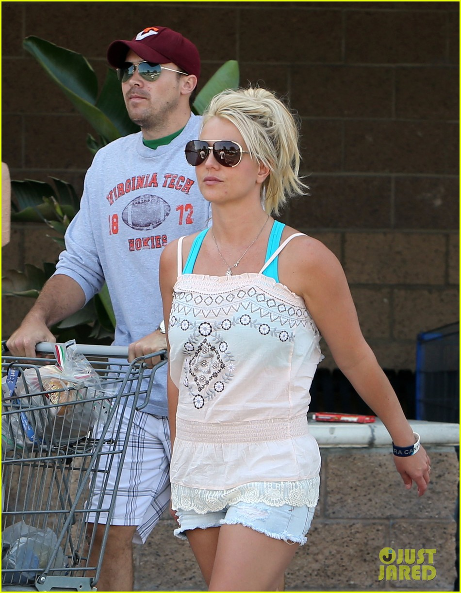 britney spears david lucado hold hands on fourth of july 082904167