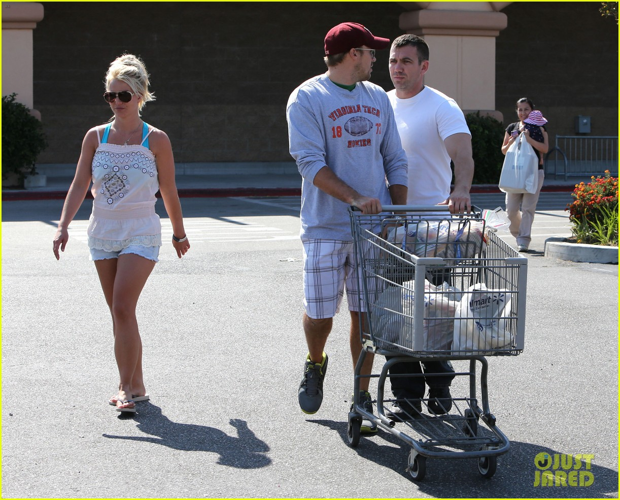 britney spears david lucado hold hands on fourth of july 092904168