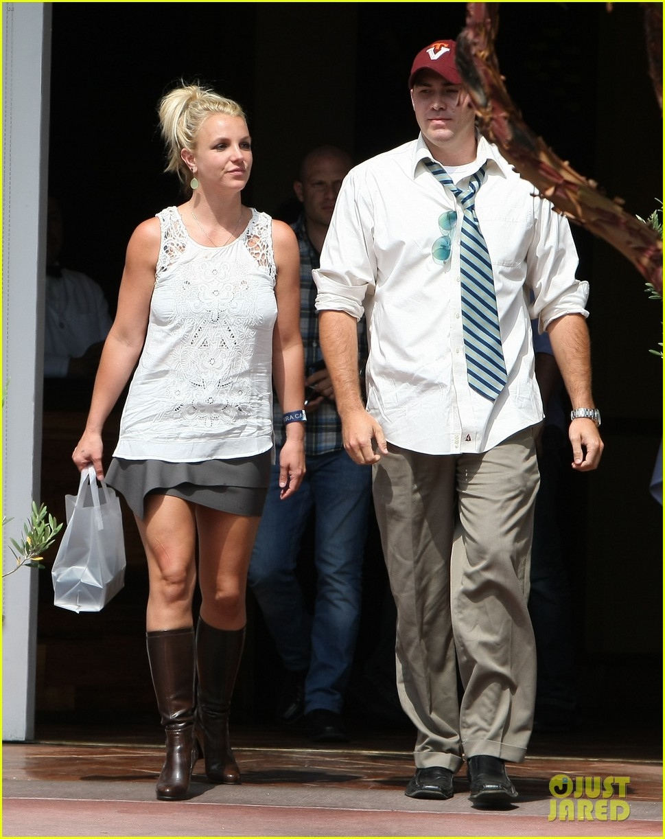 britney spears lunches with david lucado goes shopping 05