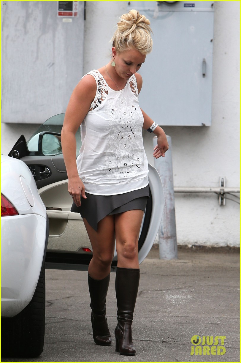 britney spears lunches with david lucado goes shopping 12