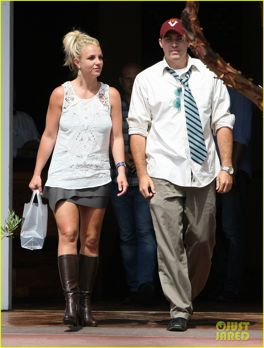 britney spears lunches with david lucado goes shopping 202904725