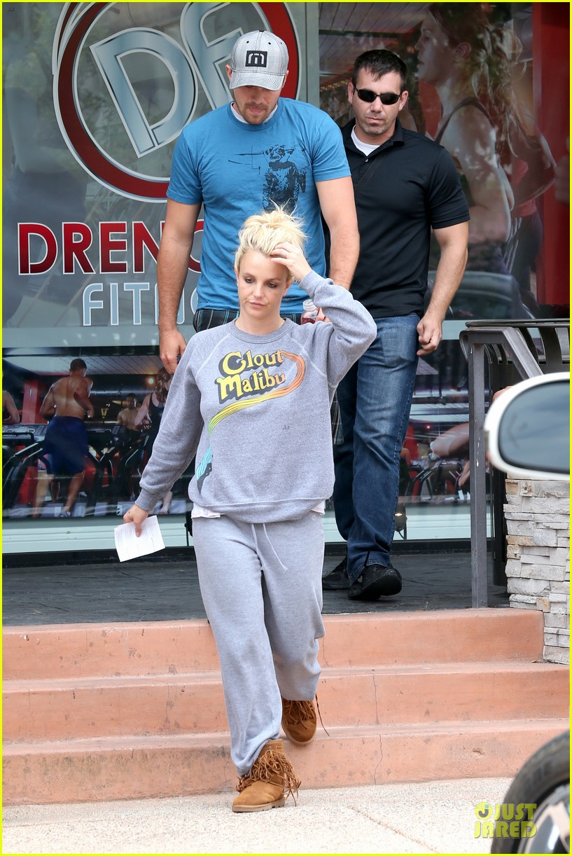 britney spears errands after movies with the boys 012914095