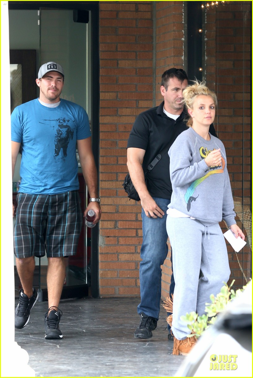 britney spears errands after movies with the boys 032914097
