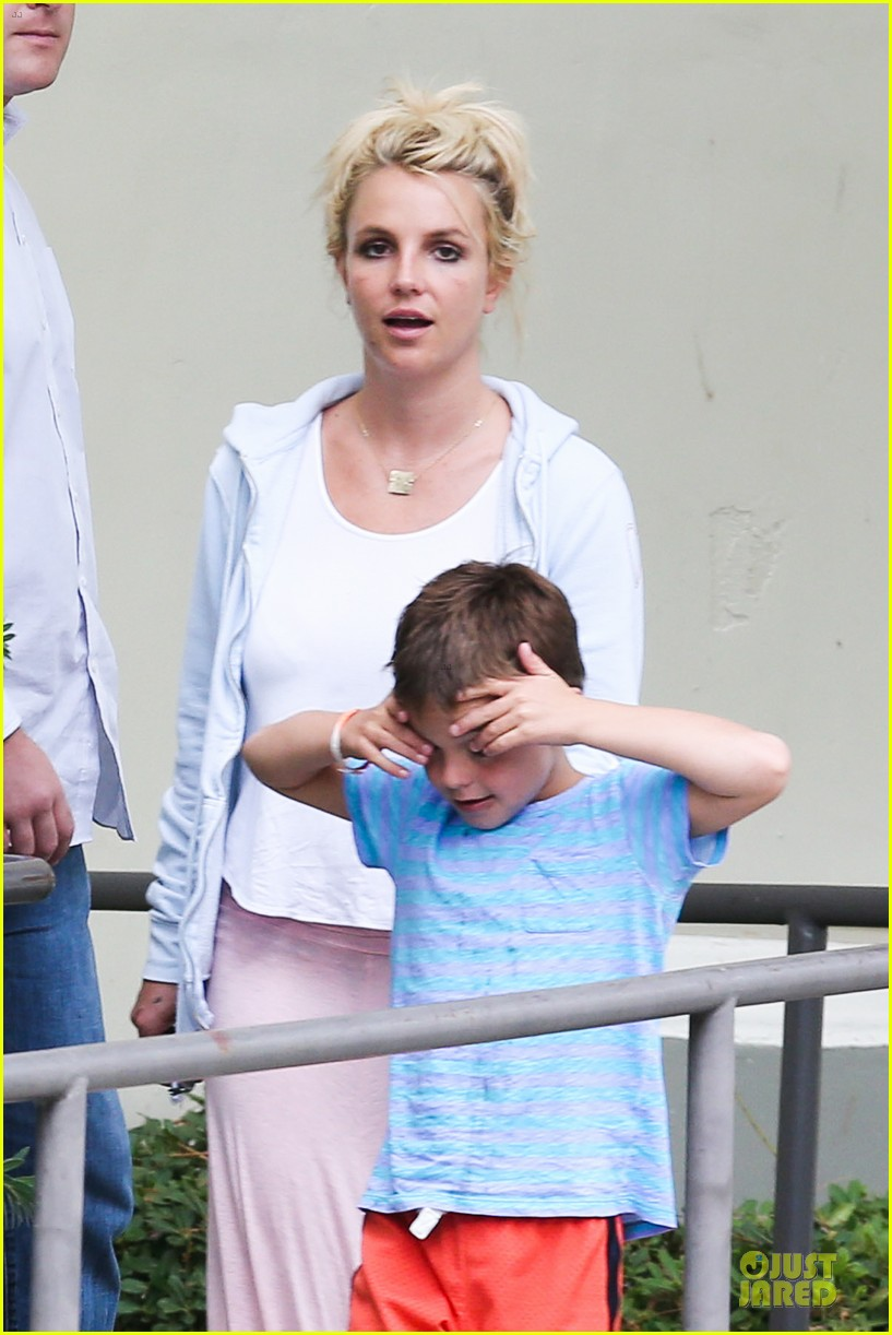 britney spears errands after movies with the boys 042914098
