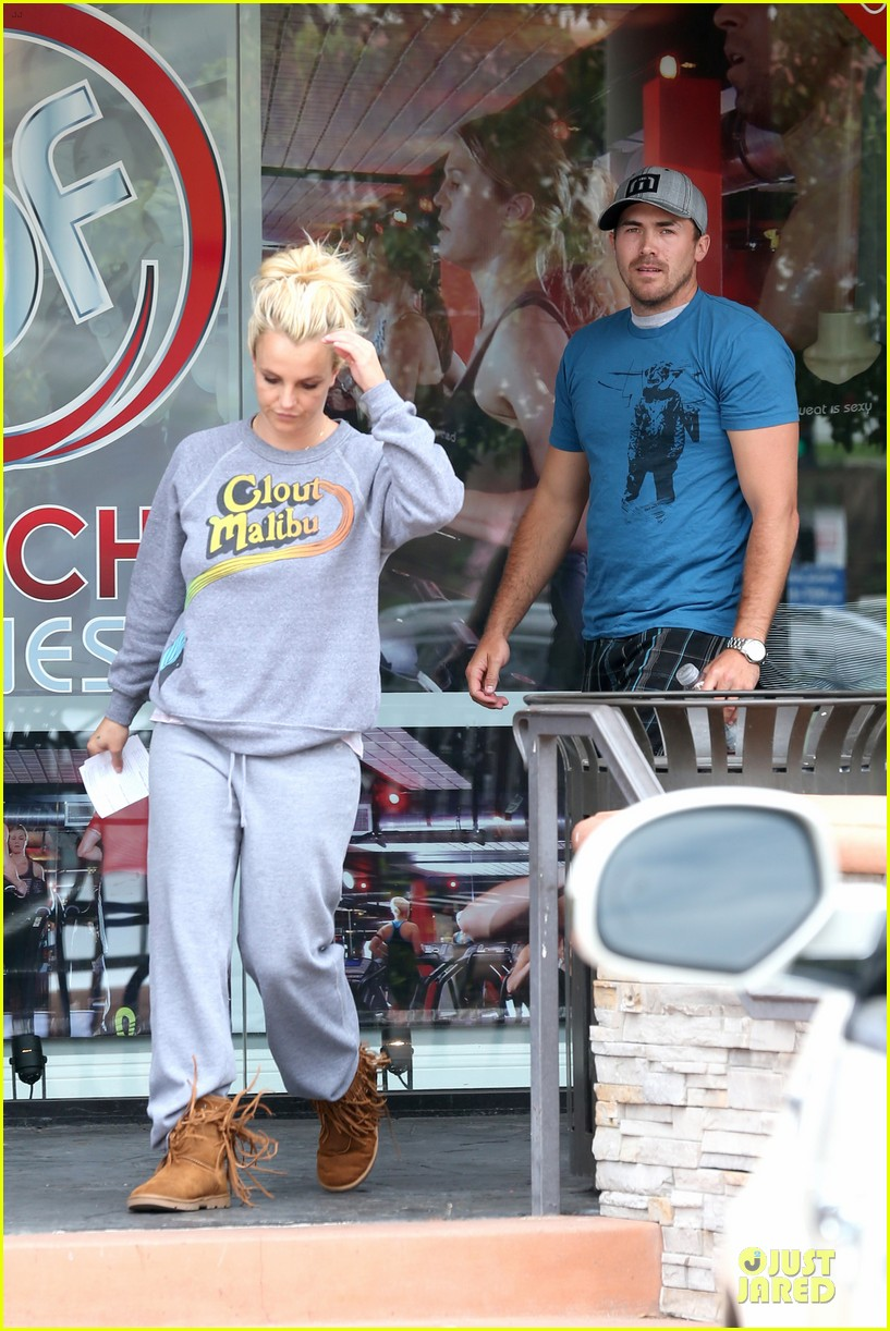 britney spears errands after movies with the boys 062914100